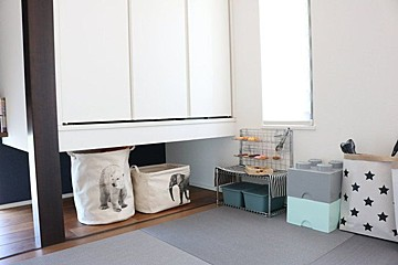 b23f88dc53d20e 増え続けるベビーグッズ収納は、IKEAや、段ボール家具で使いやすく、おしゃれに。産後のお部屋がカオスを回避